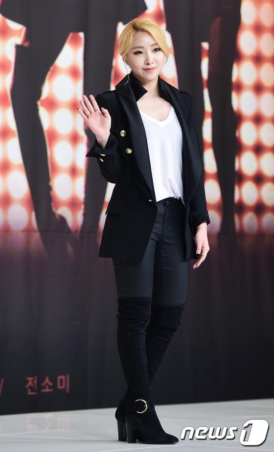 가수 공민지가 8일 오후 서울 영등포 타임스퀘어에서 열린 kbs2 예능 프로그램 '언니들의 슬램덩크2' 제작발표회에 참석해 포즈를 취하고 있다.